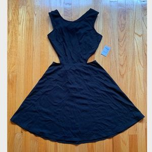 NWT BLACK SIDE CUTOUT AND BACKLESS SUMMER DRESS